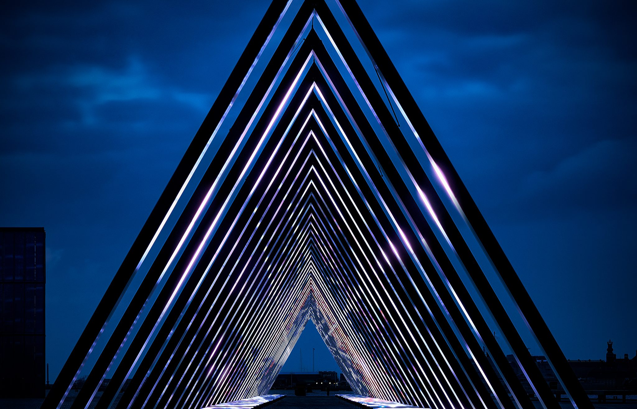 80 meter long interactive light and sound artwork created by Obscura Vertigo, displayed at Ofelia Plads in Copenhagen between February 4th and 26th 2017